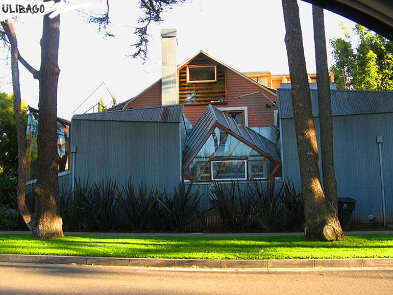 Фрэнк Гери в городе Санта-Моника