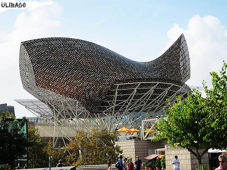 Фрэнк Гери. Скульптура из металла «Рыба» в городе Барселона