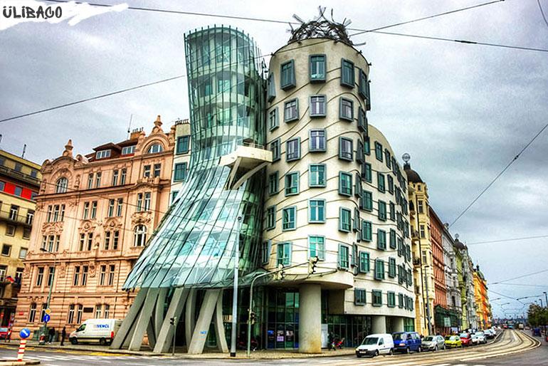 """Фрэнк_Гери """"Дом танцоров» в городе Прага, Чехия"""