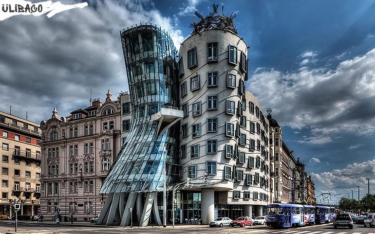 """Фрэнк Гери """"Дом танцоров» в городе Прага, Чехия"""