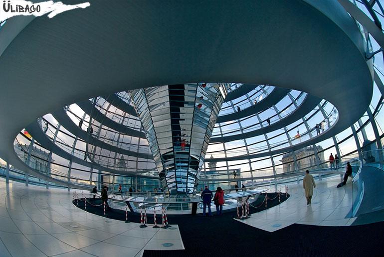 Реконструкция Рейхстага в городе Берлин