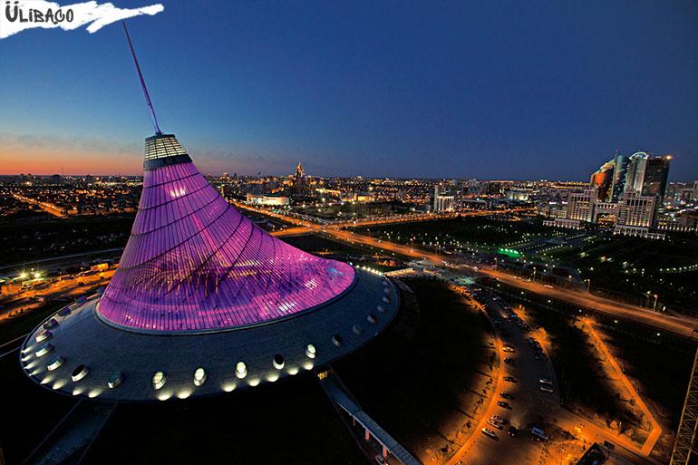 Хан-Шатыр в городе Астана, Казахстан