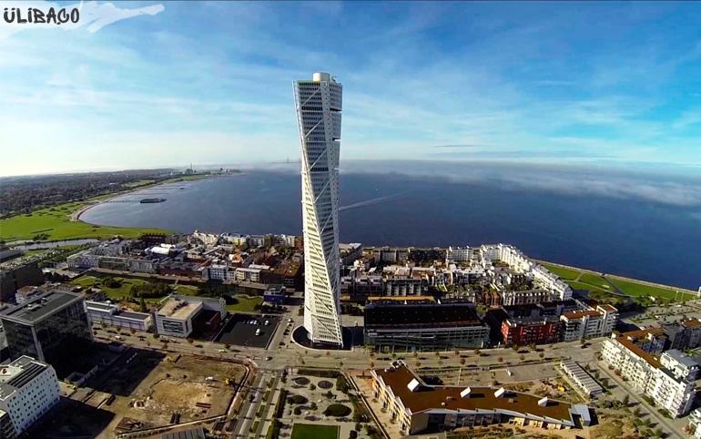 Сантьяго Калатрава Спиральный небоскреб Turning Torso в городе Мальме