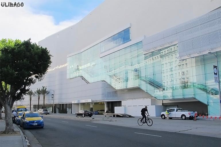 Массимилиано Фуксас Beverly Center 3